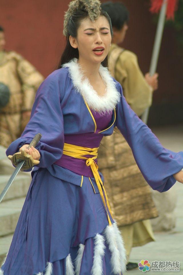 张铁林恋上相差25岁年龄回族美女雅琦?